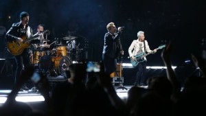 (Gli U2 riceveranno l' iHeartRadio Innovator Award durante gli iHeart Music Awards il 3 Aprile photo by Thomas Samson/Getty)