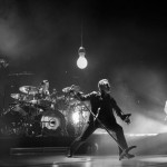 Gli U2 saranno oggetto di due speciali della HBO nel corso di quest'anno: uno spettacolo dal vivo da Parigi e un doc del dietro le quinte  nel loro tour Innocence + Experience Tour. Sam Jones